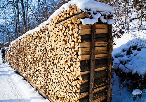 A Popular Method Is Building Towers Of Cordwood, Stacking Pieces Of Split  Wood Perpendicular To Each Other.