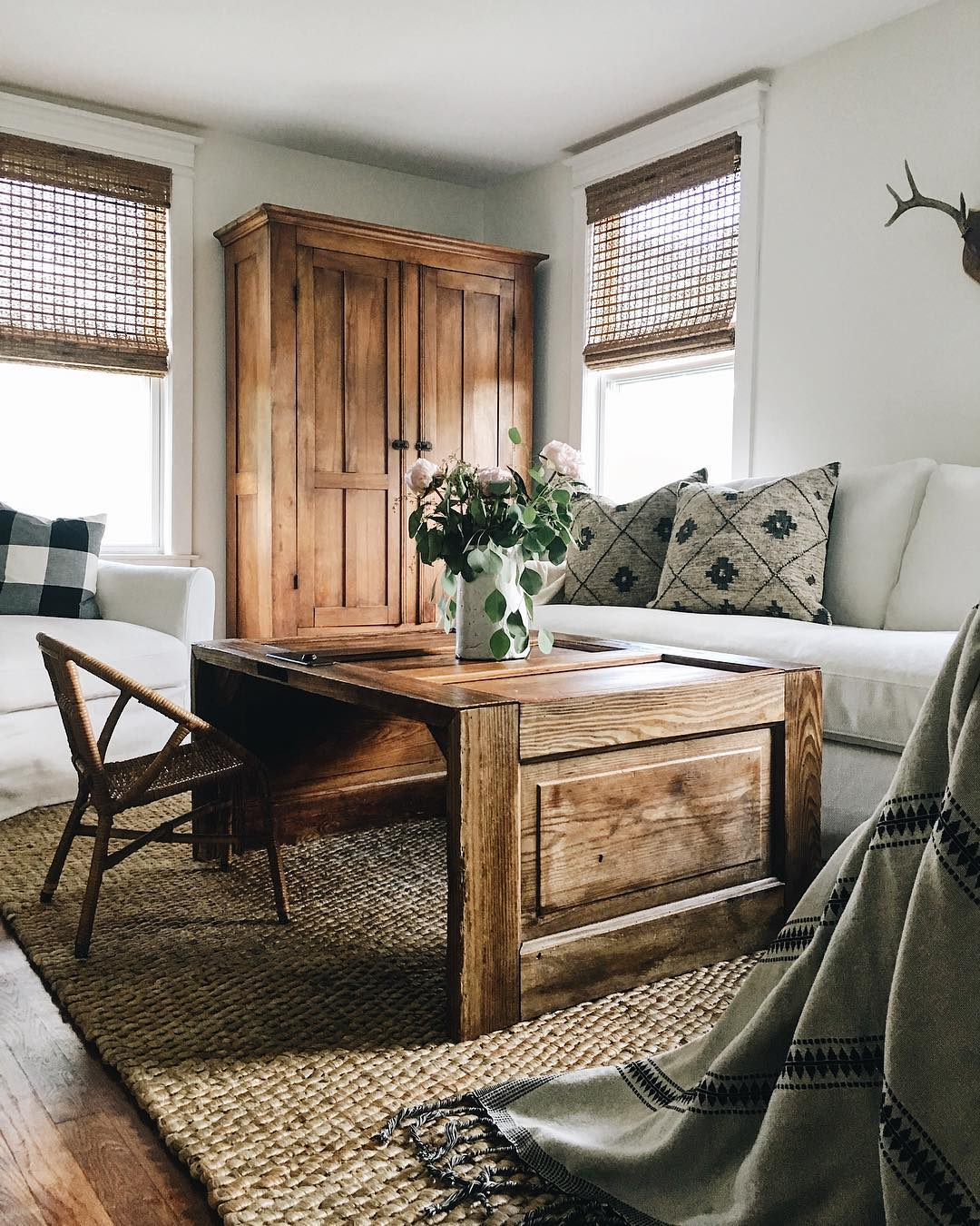 "Four Tips On Decorating In ""White Farmhouse"" Style"
